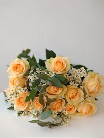 Ramalhete de 12 rosas champagne