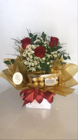 Arranjo de 3 rosas + Ferrero Rocher