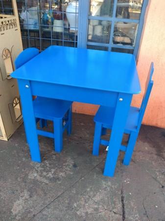 Conjunto infantil mesa com 02 cadeiras
