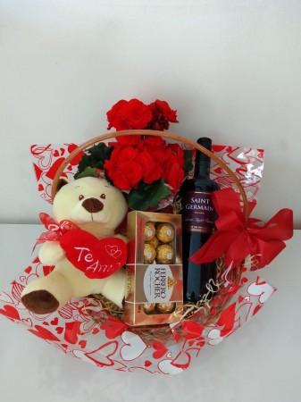 Cesta de urso, flor e vinho e chocolate