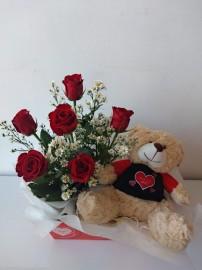 Cesta com flores e urso